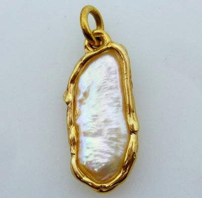 Pendant 2.9g 14K  Polished Mother-of-pearl  29mm x 11mm