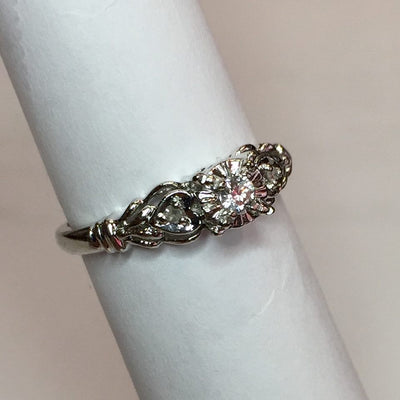 2.5g 10k White Gold Diamond Ring