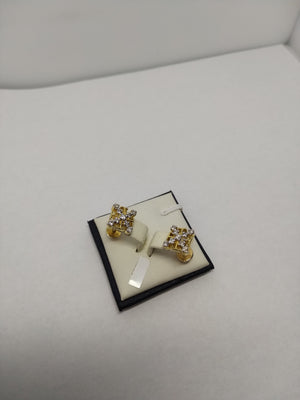4.0g 18K Yel gold Diamond cluster earrings