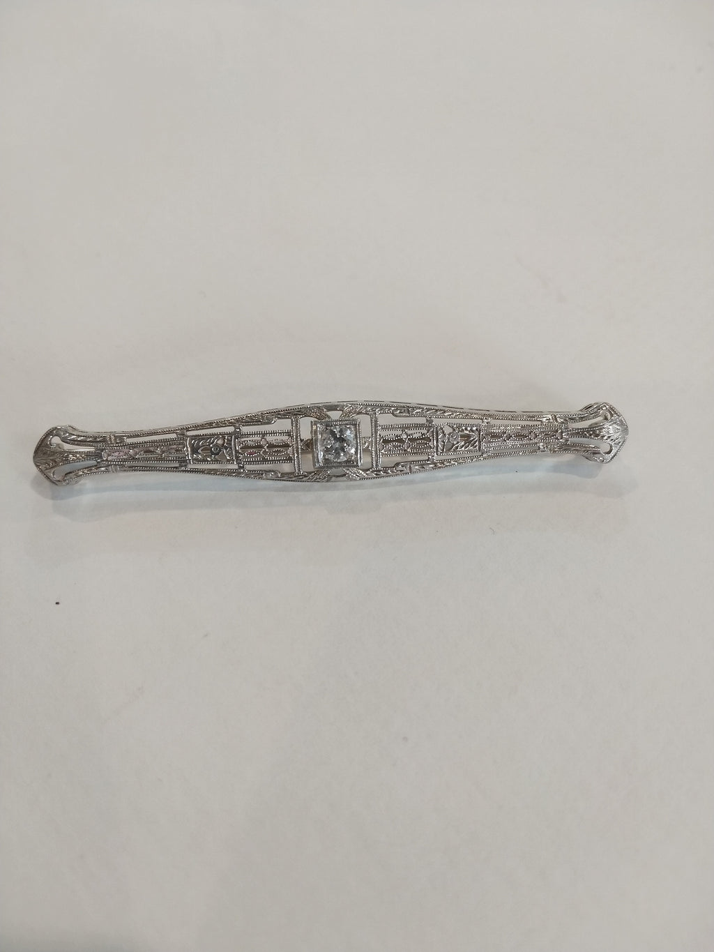 4.6g 14K White gold with 0.25ct I2- G diamond 1920's Brooch