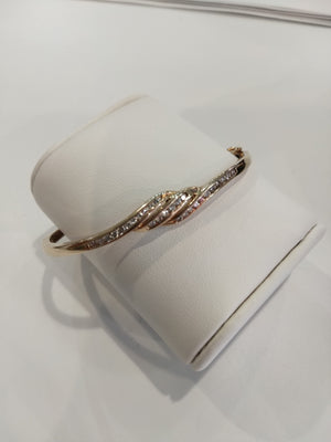 8.8g 10K Yellow gold bangle with 0.7cttw SI, H/I