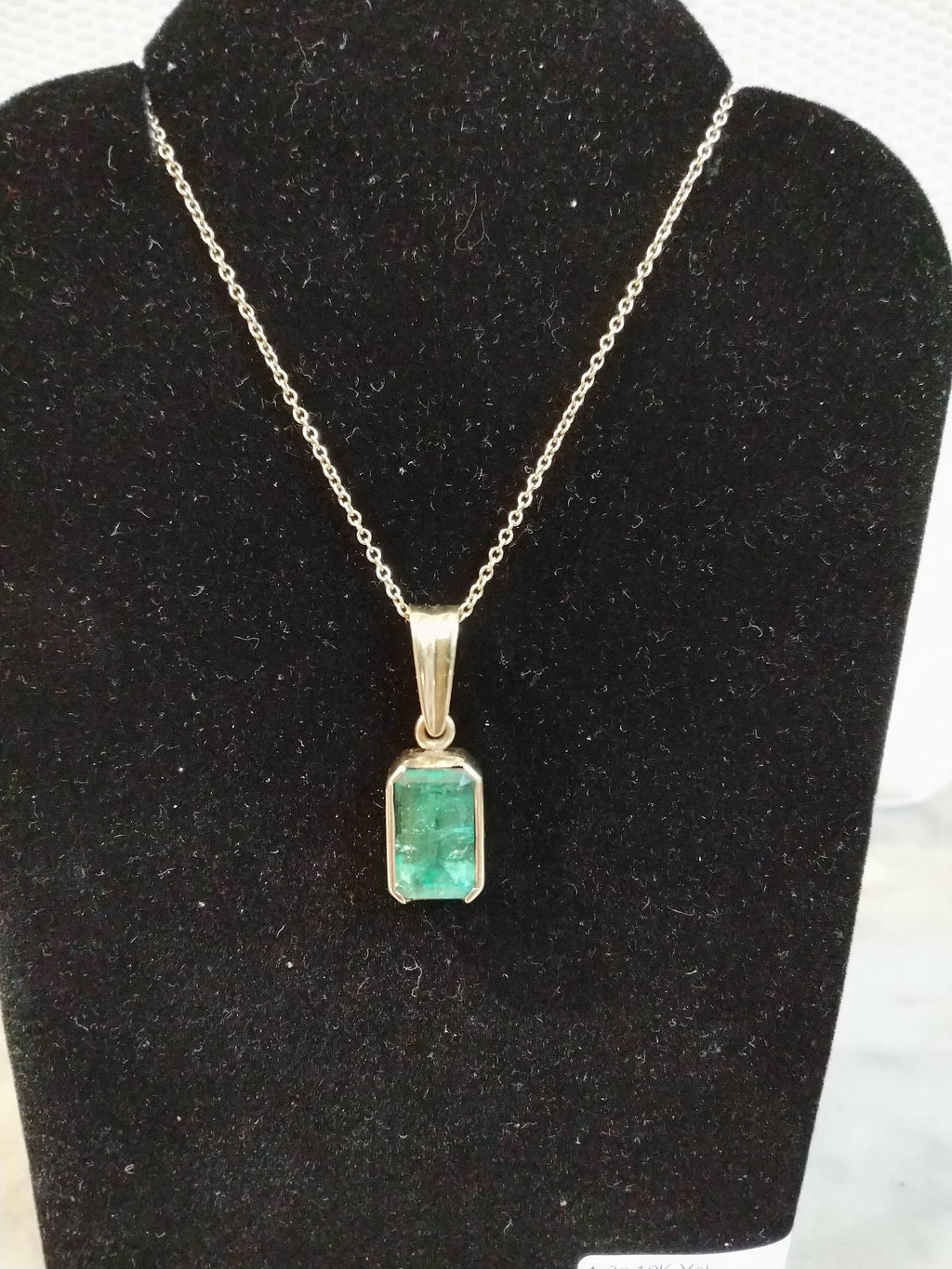 2.30 ct Natural Emerald Pendant 4.8g 18K yellow Gold