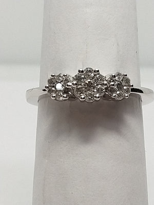 3.4g 14K White gold with .43cttw in 3 stone illusion setting SI2 G-H Ring