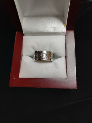 6.0g  .925 Haida carved ring