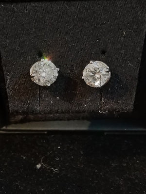 4.4 g 14K White gold with 1.50cttw I1,I Canadian Diamond stud earrings