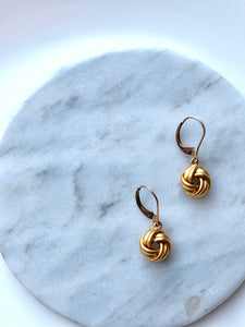 Minimalist Interlace Circle Gold Dangle Earrings