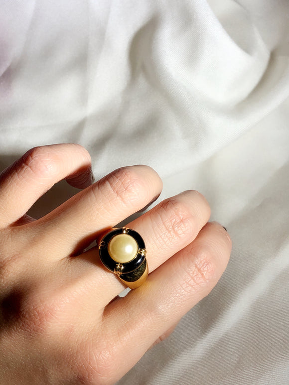 KJL Circle Imitation Pearl & Black Enamel Gold Cocktail Ring
