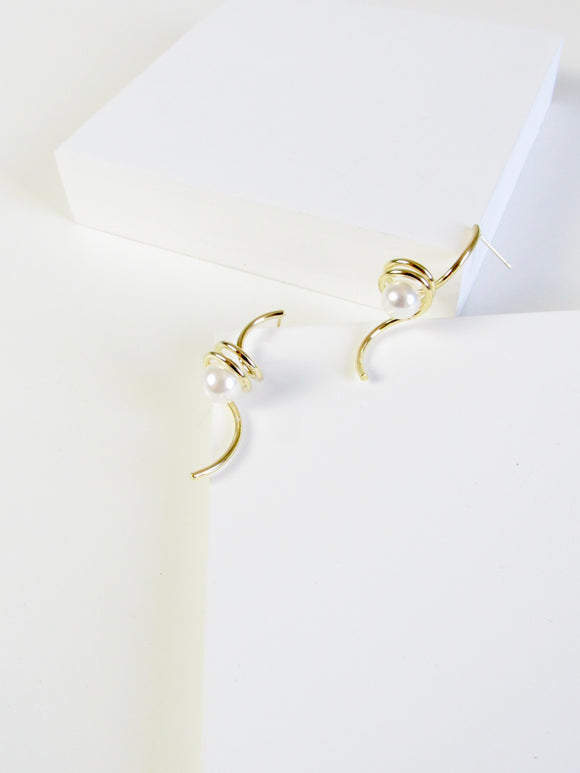 Essential Swirl Pearl Gold Earrings