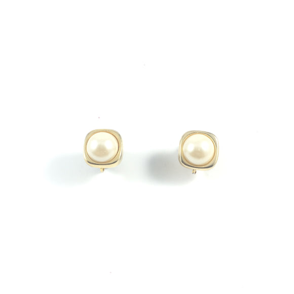 Vintage Classic Holiday 70s Gold Cube Frame Vintage Pearl Clip-on Earrings