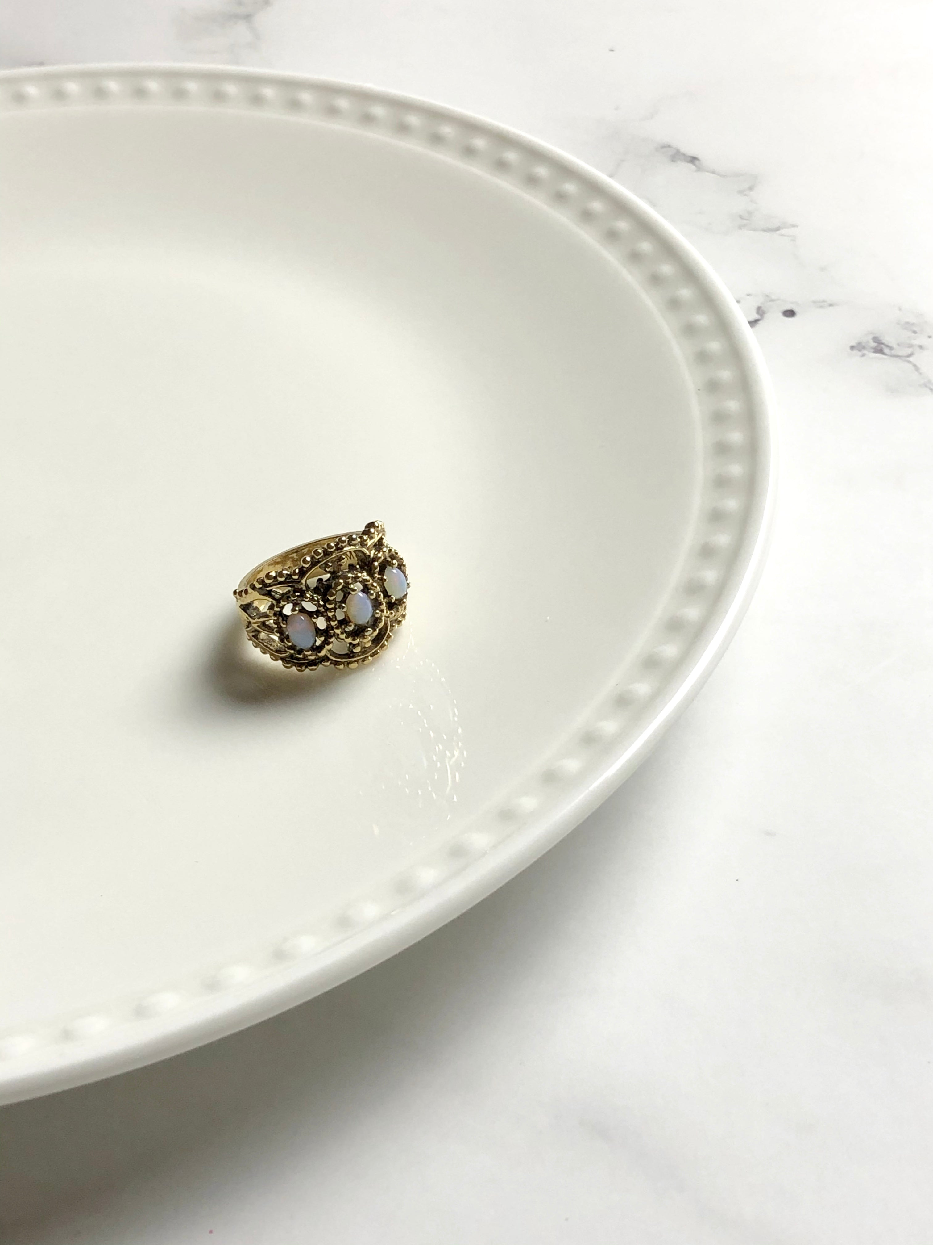 HMS Engraving Opals 18k HGE Cocktail Ring