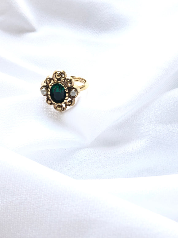 Avon Victorian Green 14k Gold Plated Statement Ring