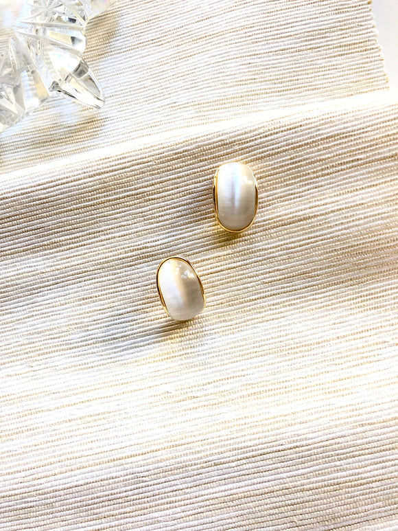 Bended Oval White Cat Eye Crystal Gold Pierced Earrings