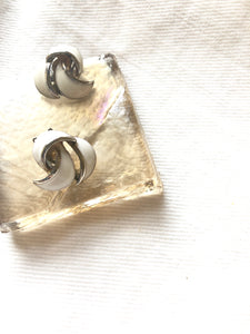 Bending White Fragment Silver Clip On Earrings