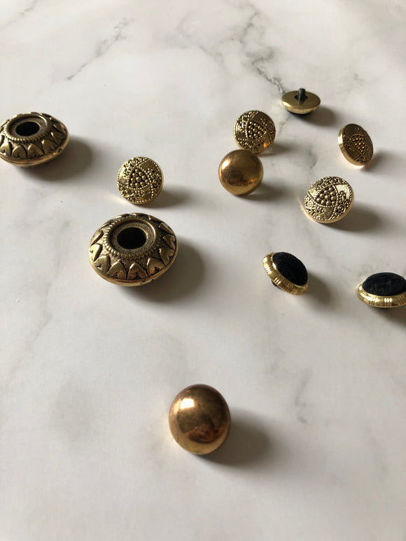 Variety Styles Vintage Metal Button Pack of 11 pcs