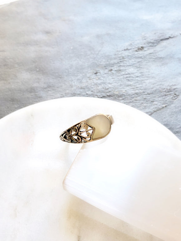 CW Victorian Heart Mother Of Pearl Silver Cocktail Ring