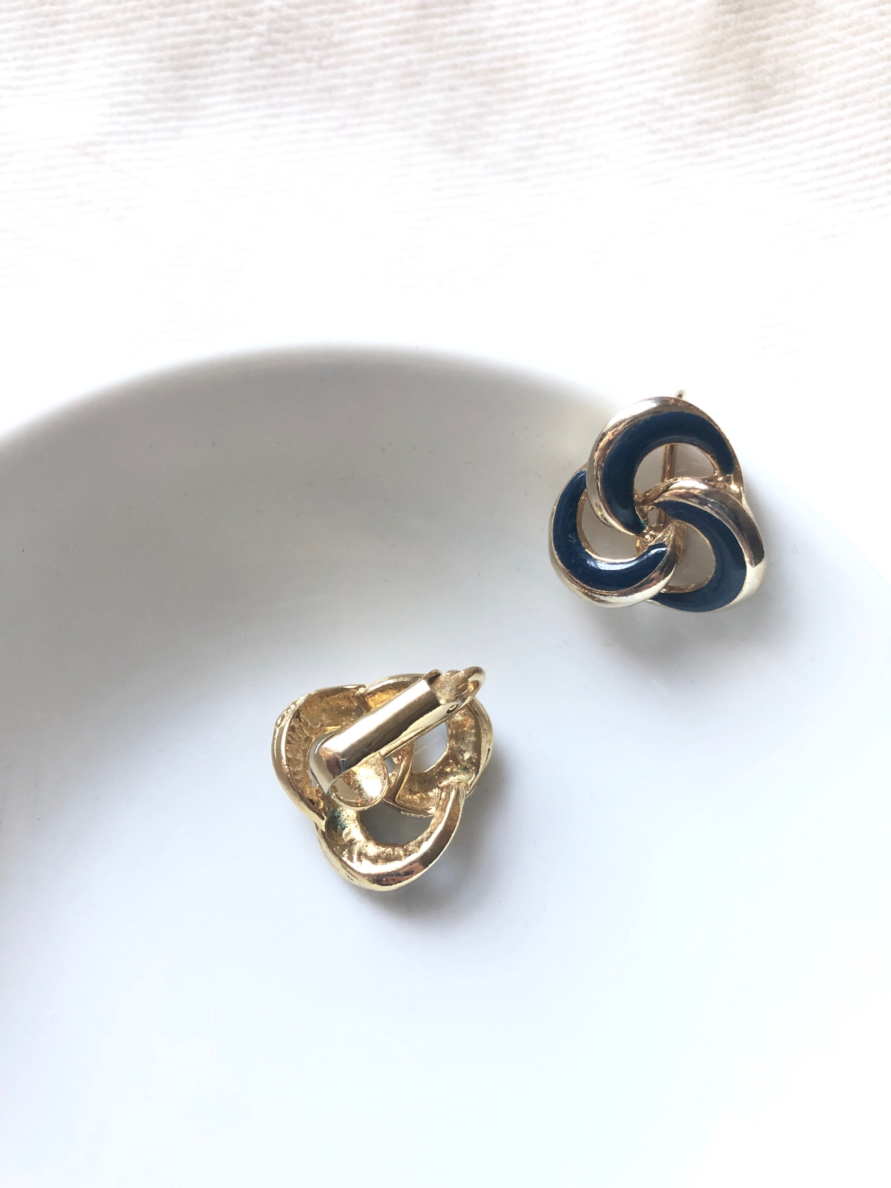 Interlace Black Circle Gold Clip On Earrings