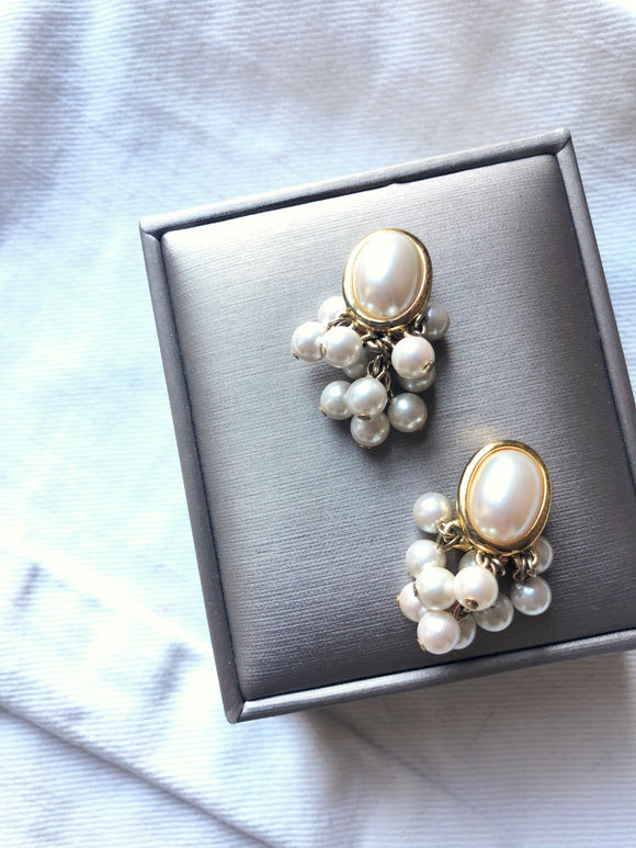 L CI Oval Pearl Cluster Earrings