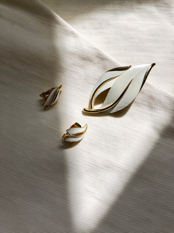 Sarah Coventry Leaf White Gold Earrings & Brooch Set