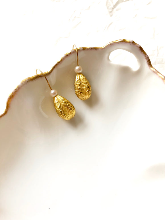 Teardrop Bead Pearl Gold Earrings