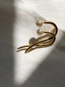 Twin Curves Pearl Gold Brooch Pin