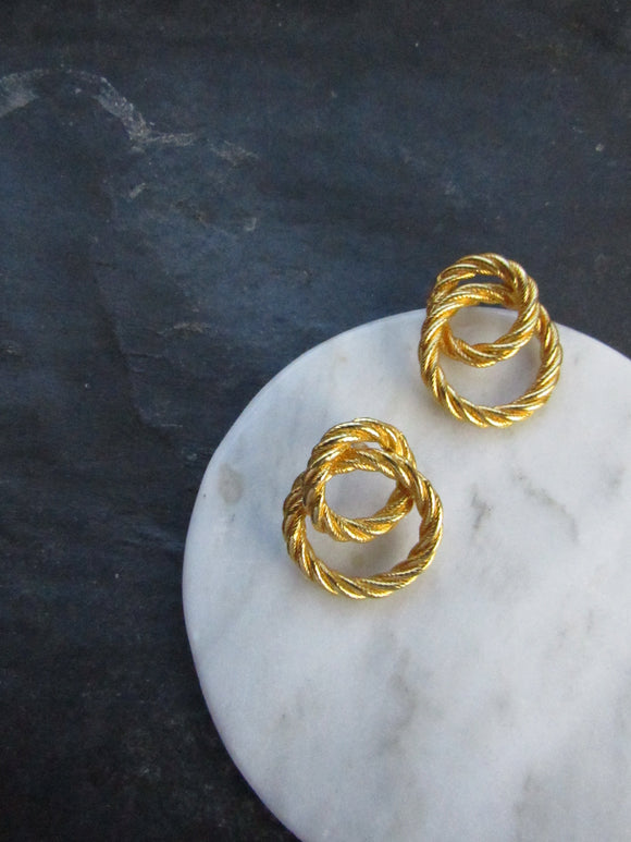 Interlace Circles Gold Pierced Earrings