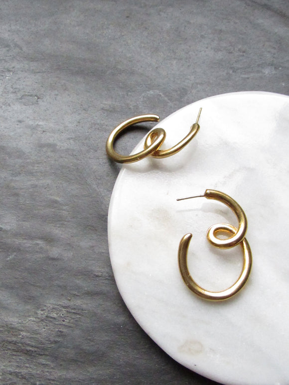 Dainty Swirl Line Gold Pierced Earrings