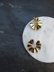 Wavy Disc Gold Pierced Earrings