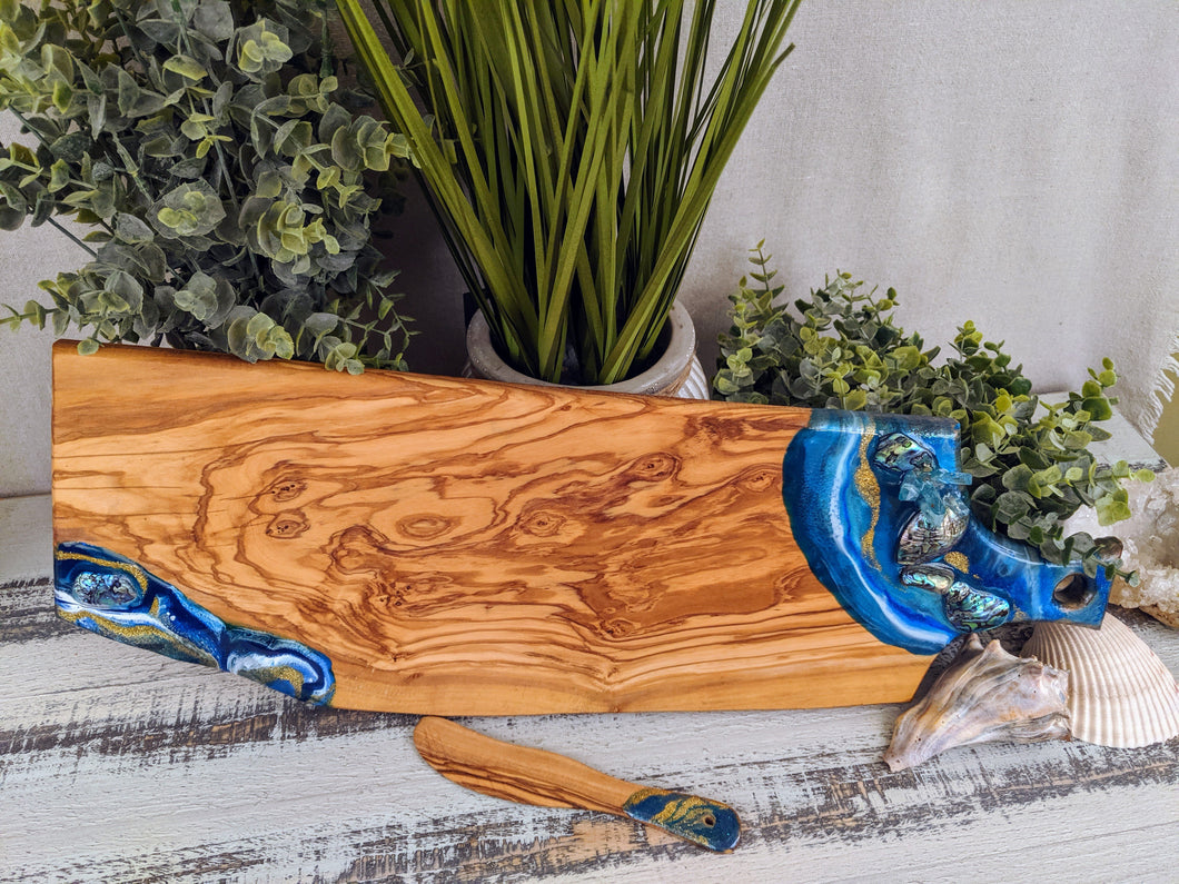 ocean color cheese board with shells with knife