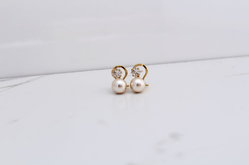 8mm Solitaire Pearl and Crystal Earring. 14K Gold Plated Clip/Post on earring. Handmade in Spain
