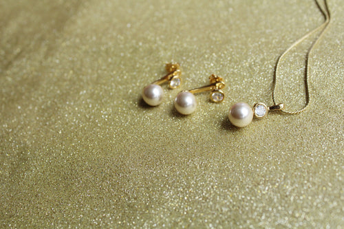 Cubic Zirconia and Solitaire Pearl Ear cuff and Pendant Set