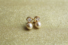 Cubic Zirconia and Pearls Solitaire Earring