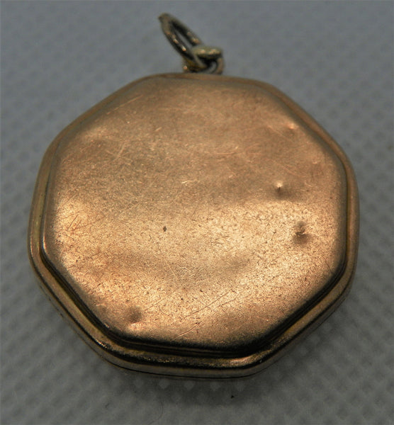 Locket. 10k Yellow Gold, Engraved Flowers, 2 mm Diamond.