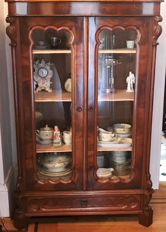 French Bookcase or Display Cabinet. Walnut Wood. 19th Century