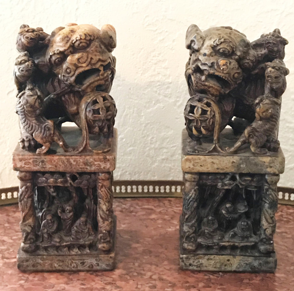 Chinese hardstone foo dog seal chops.