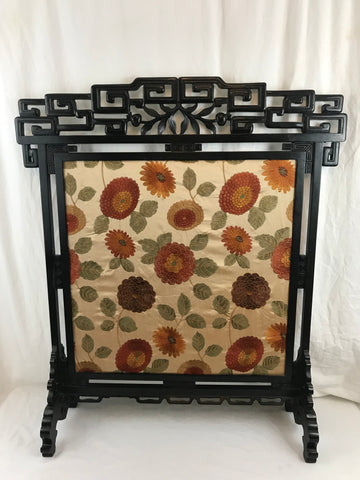 Chinoiserie fire screen. Ebonized wood. Late 19th Century