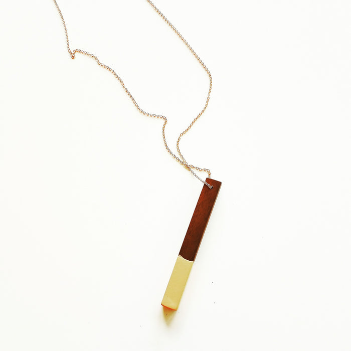 necklace: walnut/peach