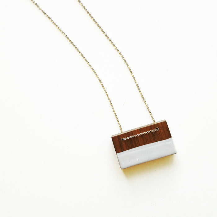 necklace: walnut/grey