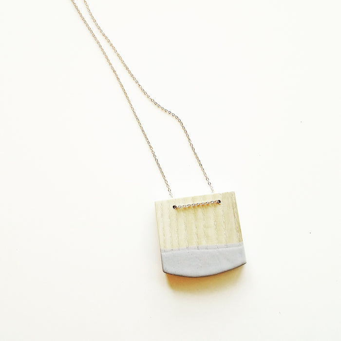 necklace: bleached ash/grey