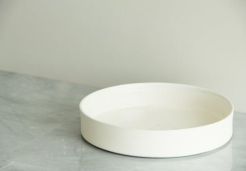 large bowl ideal for serving 4 to 6 people