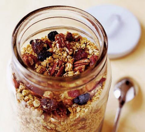 Crunchy granola with raisins and berries - Meal Pack Basket (serves 12)