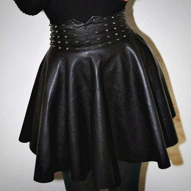 'Vampira' Faux Leather Stud Skater Skirt