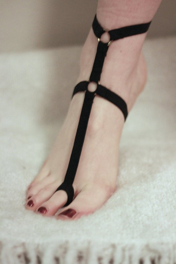 Triangle Frame Foot Bondage Belt