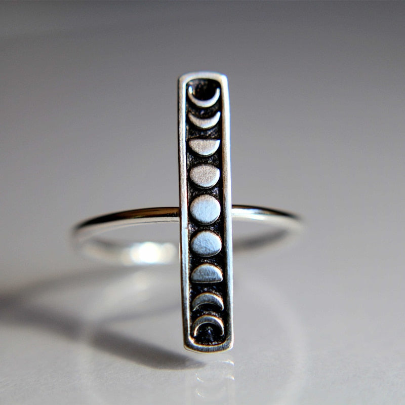 'Crescent Cutie' Moon phase ring