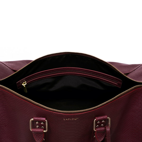 Birds eye view of Latitu° København holdall in burgundy, with black contrast lining