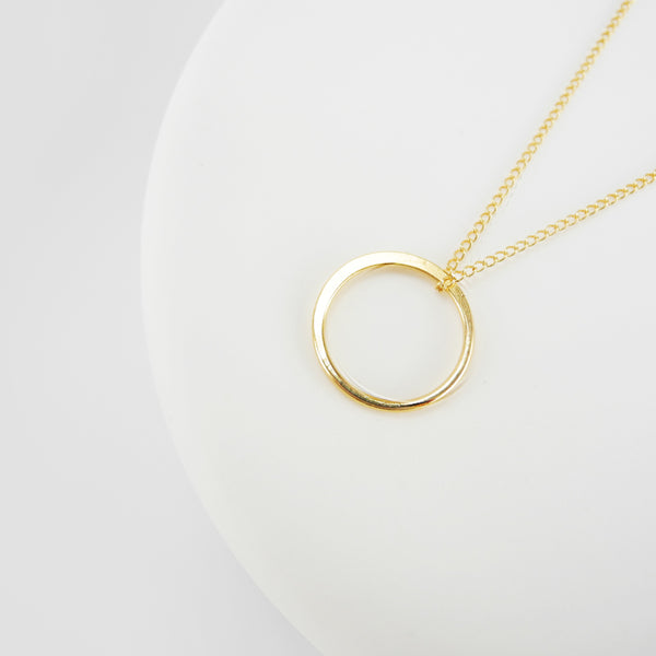 The circle pendant represents infinity, a powerful symbol of continuous connection, love, life, grace and energy. Classic and captivating, this circle pendant is striking in its simplicity.