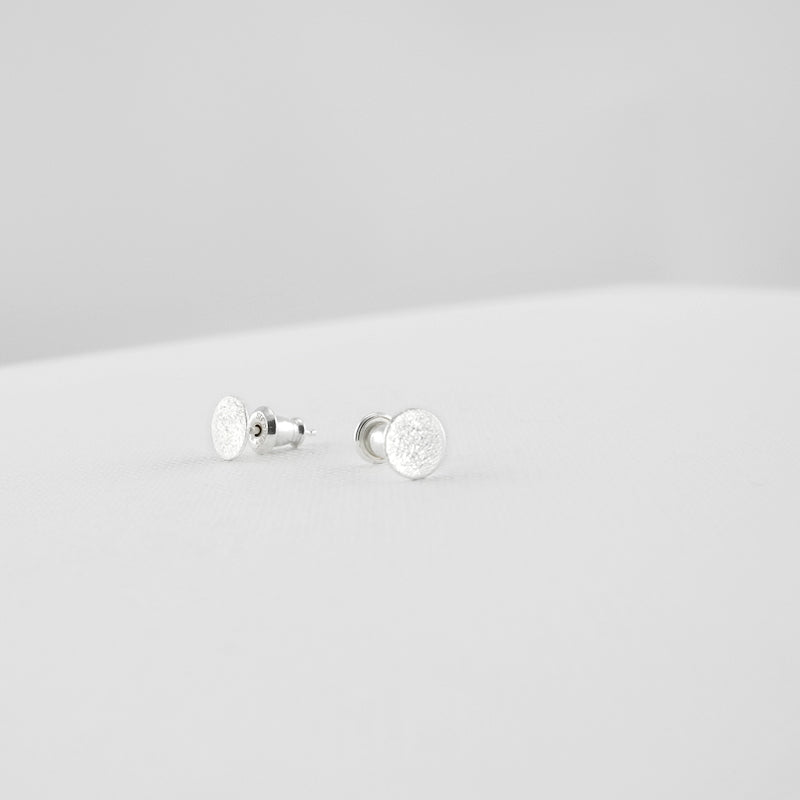 These classic ear studs effortlessly blend timeless style. The brushed surfaces add a dazzling touch to these timeless Circle Stud Earrings. You get a combination of size Small & Medium (four pieces of ear studs in total).