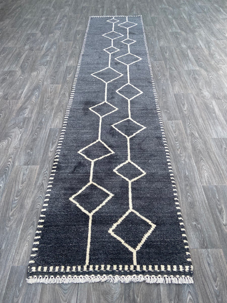Azrou Runner with a natural wool color - U21