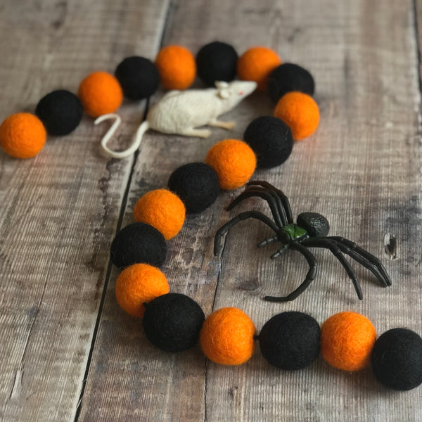 Stone and Co Felt Ball Pom Halloween Garland in Orange and Black - stoneandco