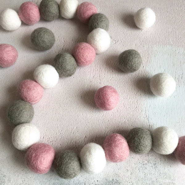 Stone and Co Felt Ball Pom Garland Dusty Pink, Dove Grey and White - stoneandco
