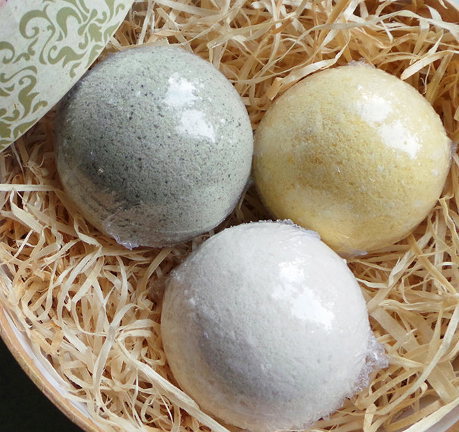 Bath balls with minerals in customized gift packaging
